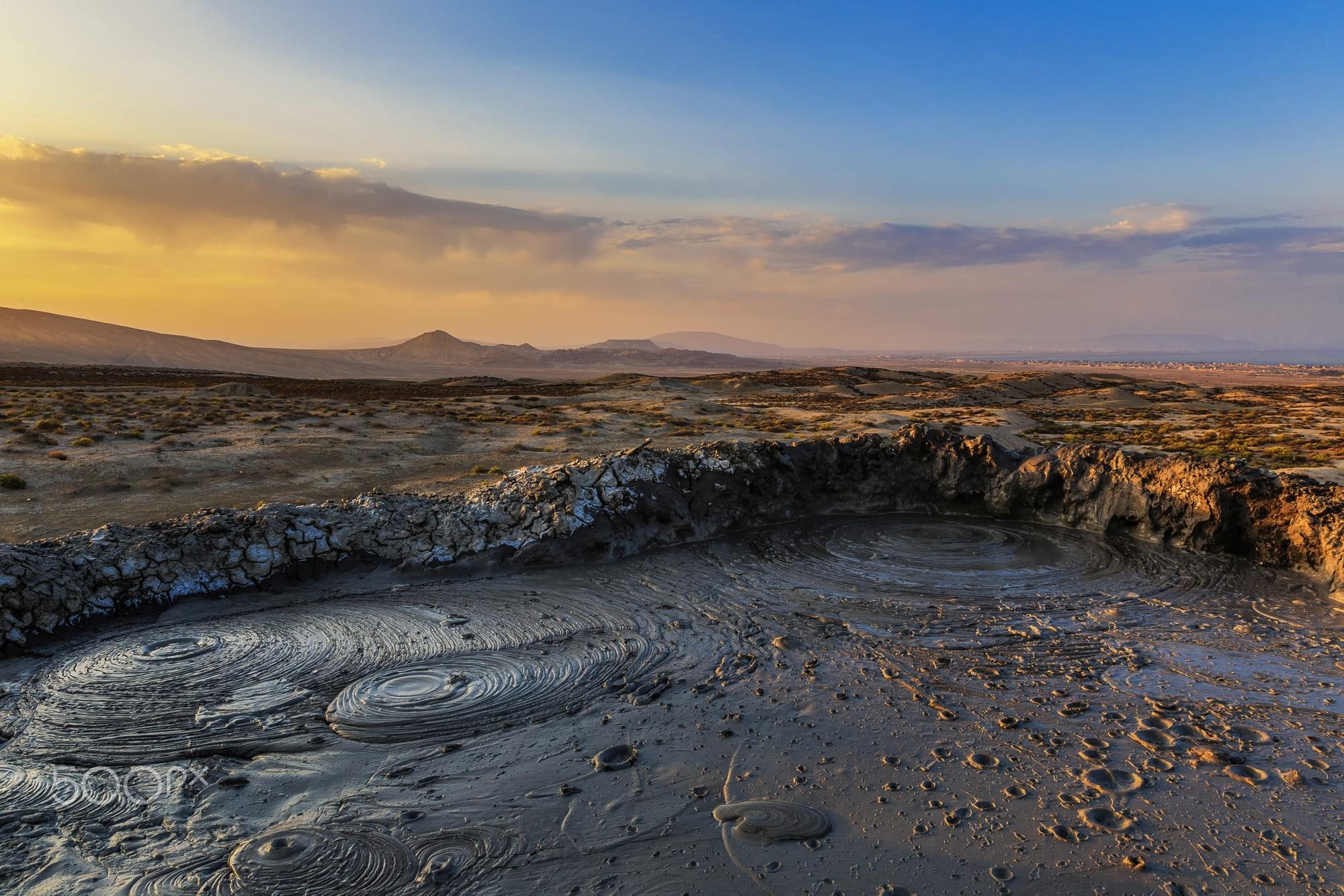 Aserbaidschan_Mud_Volcano_2000px